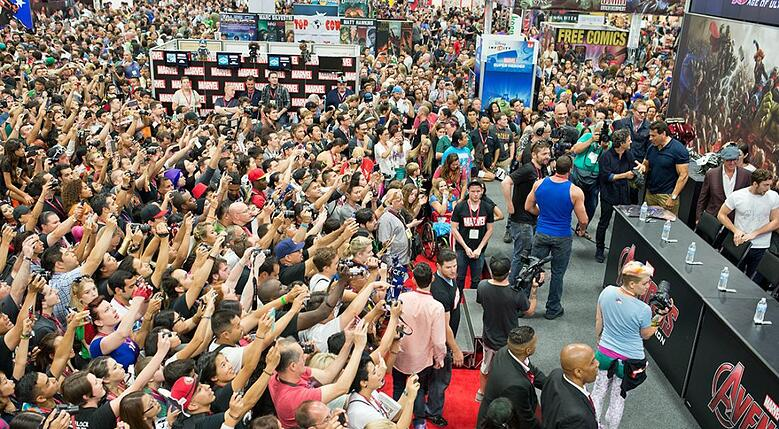 Behind the Production of Comic Con Crowds - Sideshowtoys.jpg
