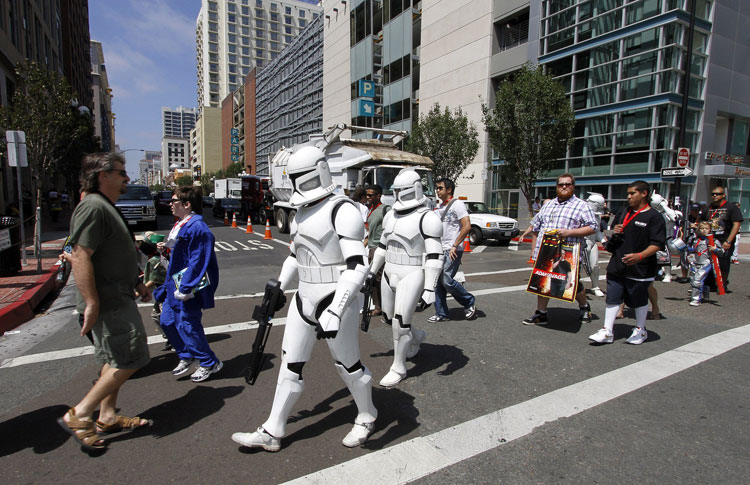 featured-star-wars11 photo Pointbreakcafe.jpg Behind the production of Comic-Con International